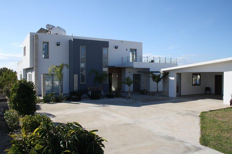 Grande Villa - Luxurious villa near Coral Bay