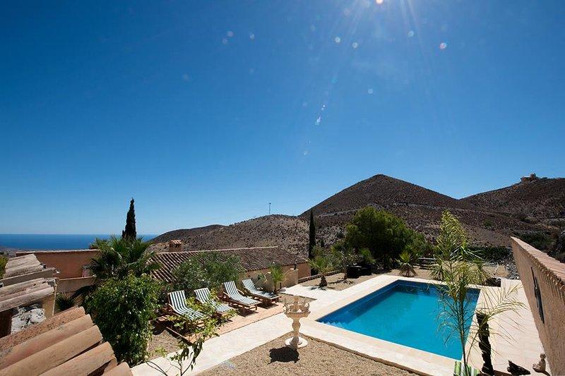 Finca mit Pool in den Bergen, Meerblick, 15 Minuten zum Strand, holiday rental in Aguilas