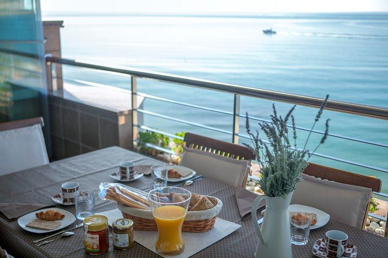 Desfrute de pequeno-almoço com estes pontos de vista soberba sobre o mar!