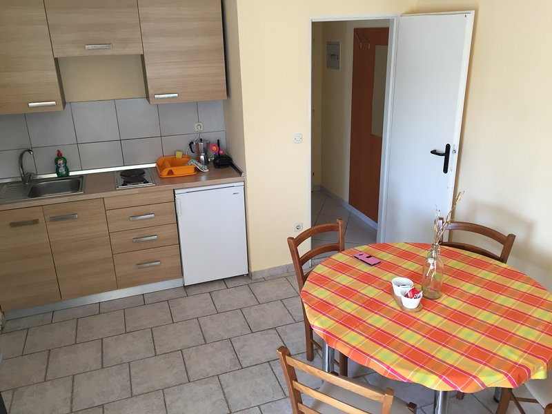 Apartment G5 with 2 bedrooms / Closest house to Zrće beach /2 bedrooms /equipped, holiday rental in Gajac
