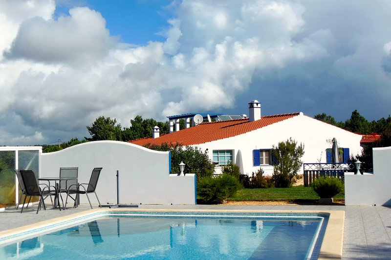 CANTO DO SOL - Sunny Corner House in Plain Nature with Pool and Sunset View, holiday rental in Sao Teotonio