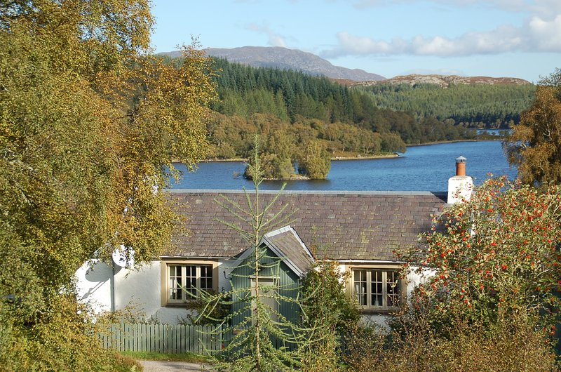 Brachkashie is a beautiful cottage which sits on the shore of Loch Knockie., holiday rental in Invermoriston
