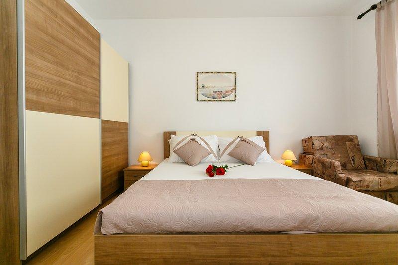 El dormitorio con cama supletoria