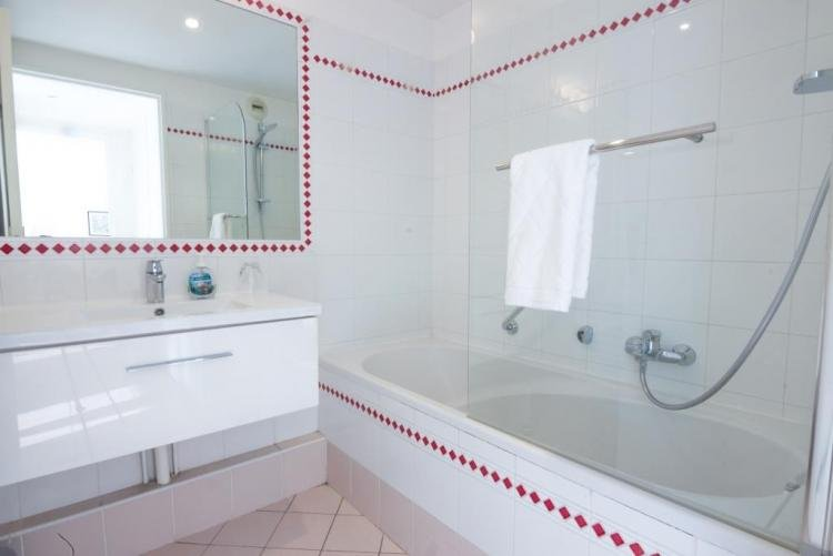 Well-maintained bathroom