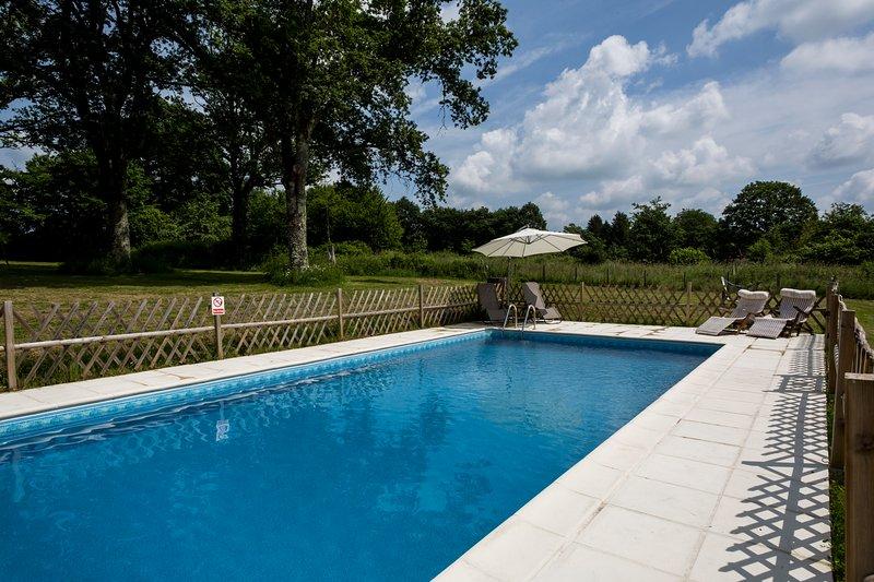 Les Trois Petites Maisons exclusive use of pool La Josselyn, La Amelia&La Grace, vacation rental in Saint-Sornin-Leulac