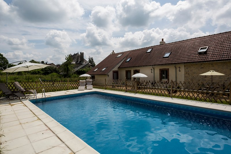 La Josselyn Beautiful Cottage (1)with 10x5 Pool Les Trois Petites Maisons, vacation rental in Saint-Sornin-Leulac