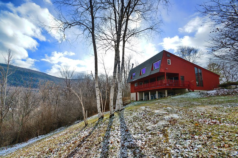 Green Mt House - gorgeous setting, very private, MT views, Sauna, fireplace, Manchester VT gem