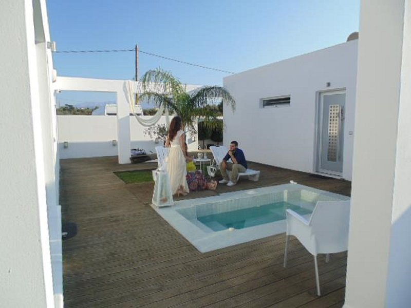 ktima reveli-white suite, holiday rental in Akrotiri