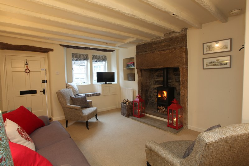 Stylish and comfortable, The Bobbin, Grade II listed Cottage, holiday rental in Bakewell