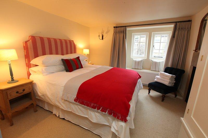 Dormitorio principal con sofá-cama y el colchón muelle en espiral