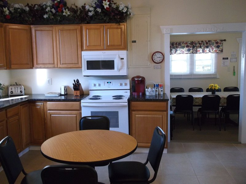Well equipped Kitchen with seating for 4+