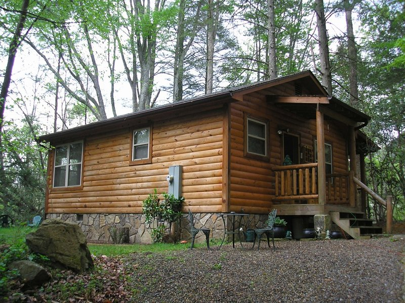 Lullabye Waterfall cabin, vacation rental in Cosby
