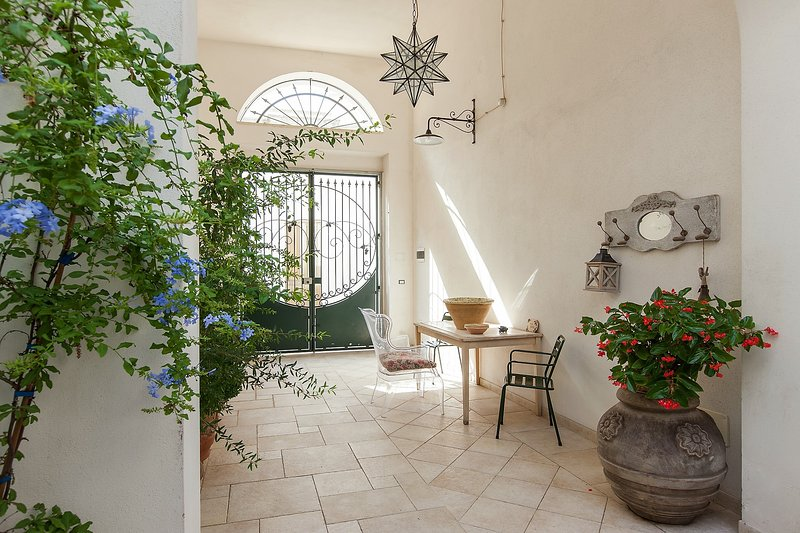 Spacious house with garden, holiday rental in Supersano