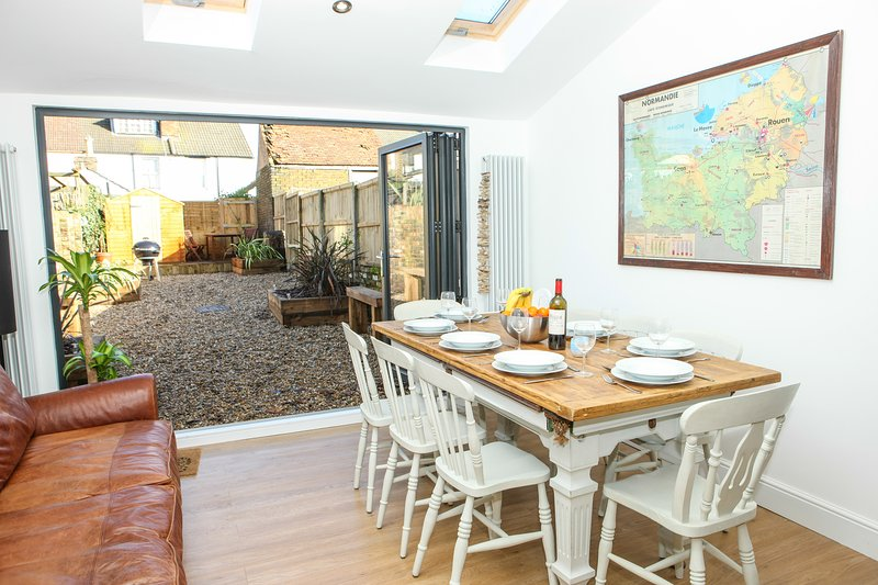 Pebble House - sleeps 8, vacation rental in Whitstable