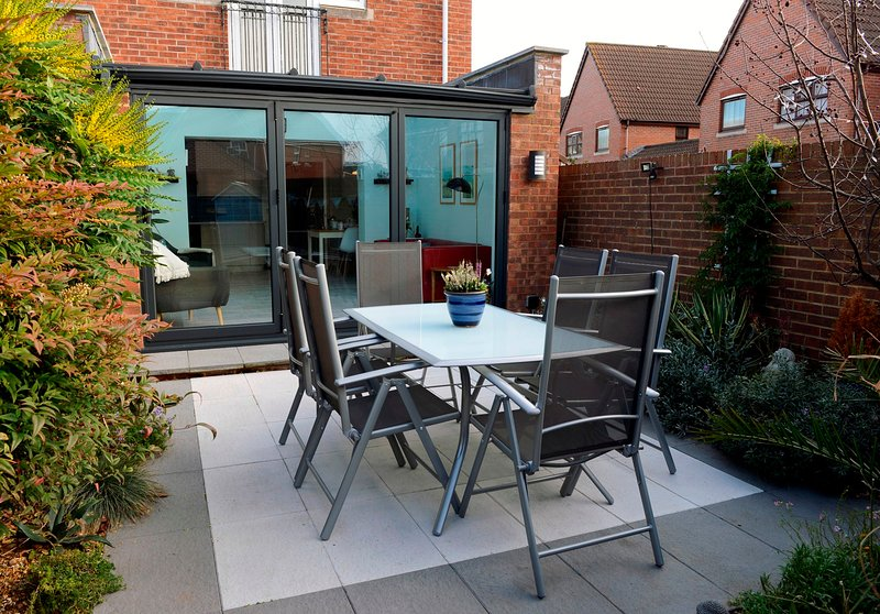 Kingston Quay Modern Townhouse for up to 6 over 3 bedrooms with 3 bathrooms, vacation rental in Eastbourne