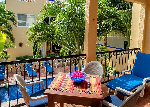 Large, very popular, airy apartment with kitchen and shaded private balcony, holiday rental in Puerto Morelos
