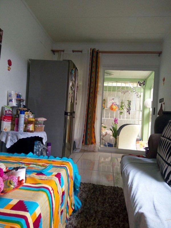 Guest housse tout équipée  surpresseur gardien dame de ménage machine à lave bar, alquiler vacacional en Gabón