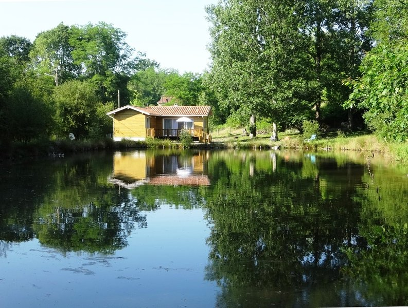 Chalet ' Côté Lac ', holiday rental in Castets