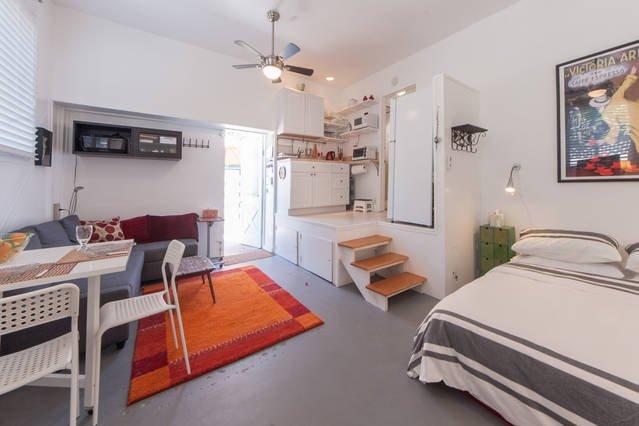 Grand espace pour une escapade romantique ou séjour pour le travail. patio.All privé cela pour moins d'une chambre de motel