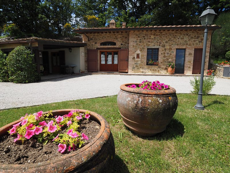Romantic cottage Glicine, holiday rental in Montecchio