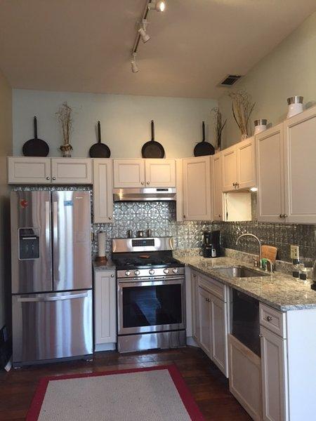 Brillante cocina nueva ... electrodomésticos nuevos!
