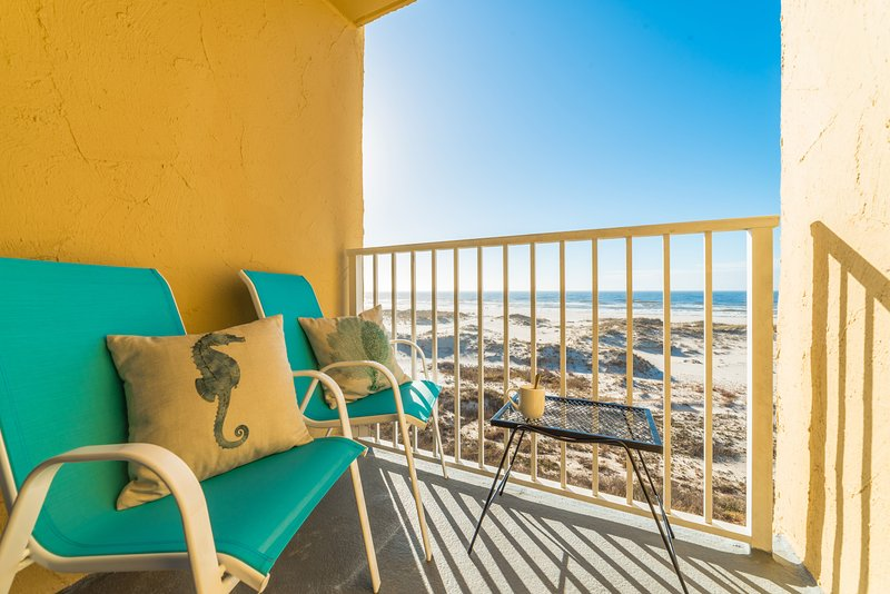 Beachfront Gulf Views!!! Adorable Corner Unit!!! Surreal Sunsets!!!, holiday rental in Gulf Shores