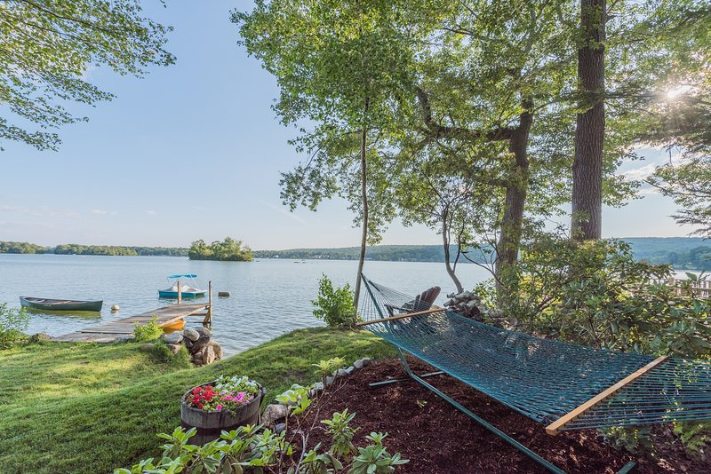 3/2 Private Lakefront Home 4 steps to the water-Kayaks, Canoe & Fire Pit, location de vacances à Portland