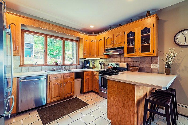 Máquina de lavar louça, forno a gás, microondas, geladeira freezer com máquina de gelo, torradeira, Mr. Coffee & Keurig