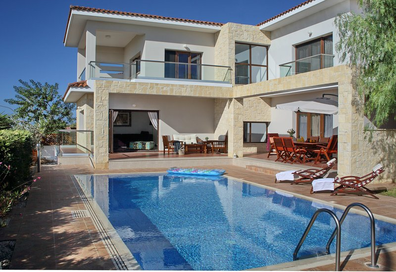 Uninterupted sea view from the outdoor area and villa