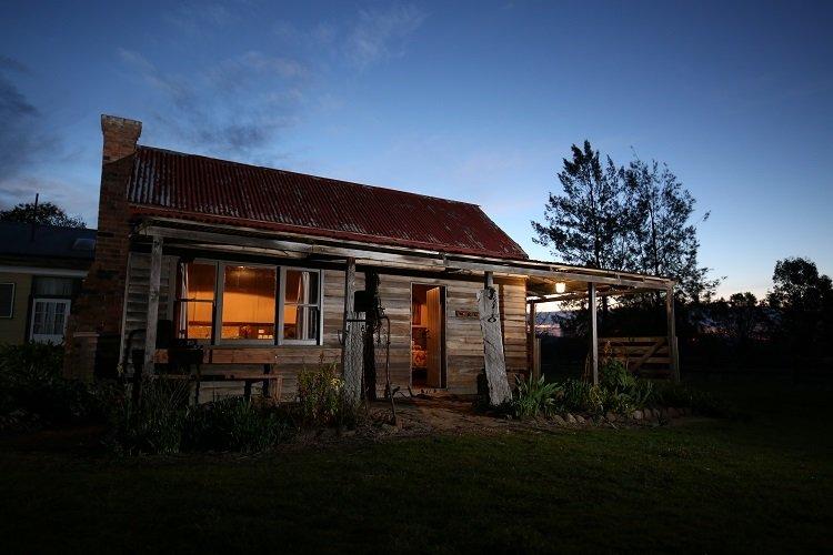 Historic Pioneers Hut in the prestigious Boorolite Valley, vacation rental in Mount Buller