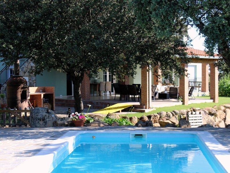 Finca Marowa - large, eco-friendly villa with pool, alquiler de vacaciones en Extremadura