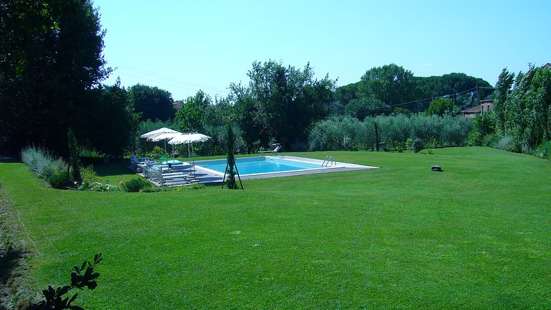 Large park with pool in the farmhouse of owners