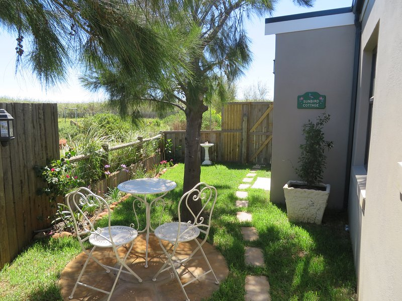 Sunbird Cottage Private Self catering 1 bedroom cottage with private garden, location de vacances à Sun Valley