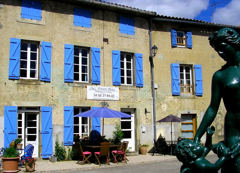 Chez Maison Bleue, holiday cottage and bed and breakfast south of Carcassonne