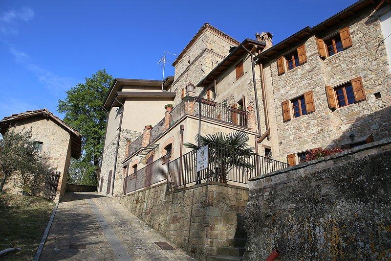 Appartamento Nord dell'Agritrismo 'Il Vecchio Borgo', vacation rental in Baiso