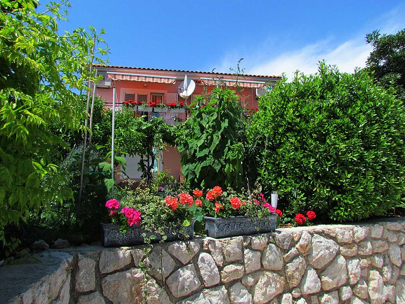 Apartment >>BURA<<, by the beach, 1 bedroom, 3 persons max, casa vacanza a Cres