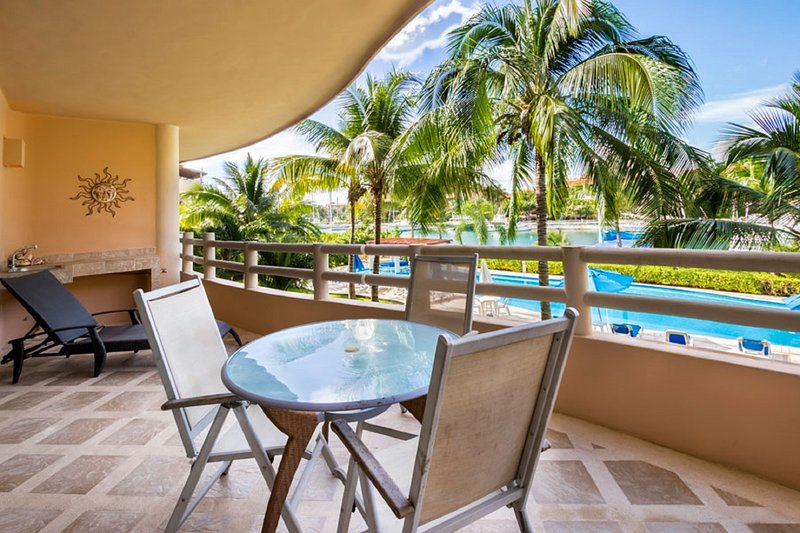 Marina View Waterfront Condo with resort style pool., vacation rental in Xpu-Ha