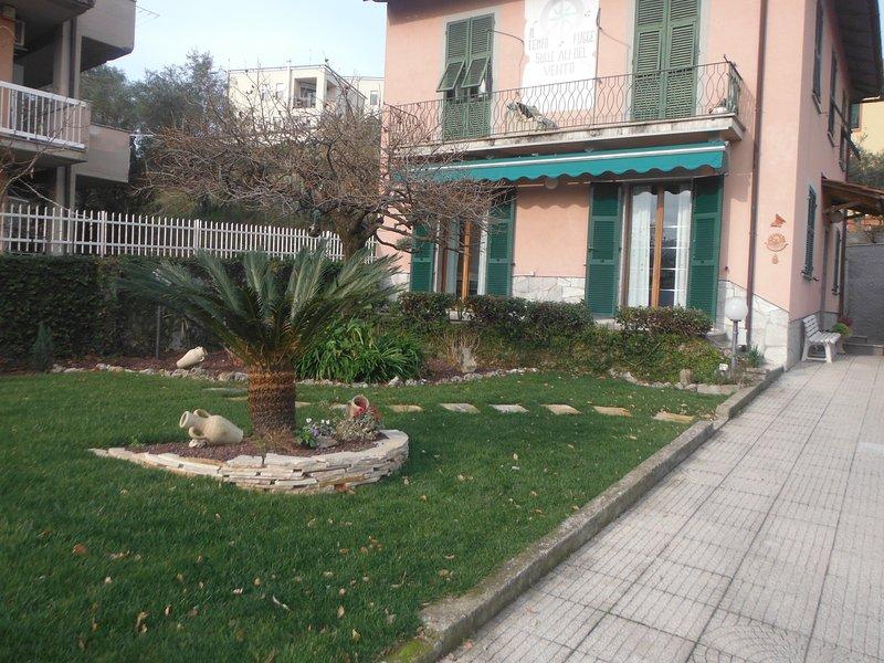 B&B   Casa Lilli  5 Terre. camera azzurra Parkiing.   CTR 011015-BEB-0047, alquiler de vacaciones en La Spezia