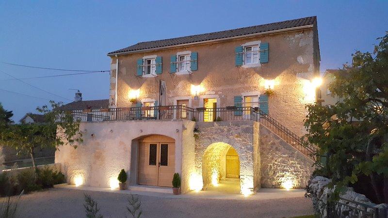 Villa Ca'Pietra, Family-friendly ancient house, vacation rental in Malinska