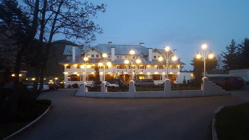 Disfrutar de Rosario Resort-comedor, spa o paseo por EDGE- del agua a 1,5 millas de distancia
