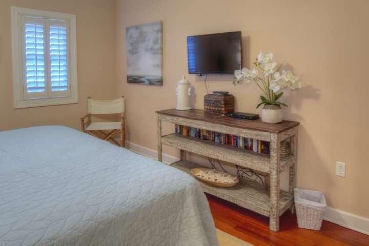 Guest Bedroom #3 with Flatscreen tv!
