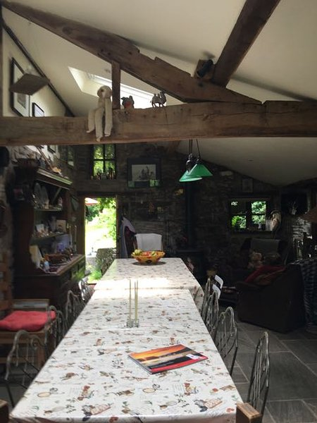 Our traditional farmhouse kitchen - perfect for enjoying delicious meals together. Seats up to 27 !