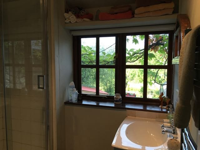 En-suite Shower Room. Enjoy the morning sunshine!