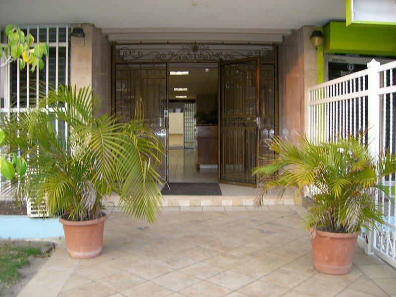 La entrada del condominio