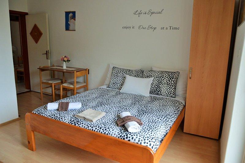 Apartments Johnny Drvenik Ap: 4  (2 ppl), casa vacanza a Drvenik