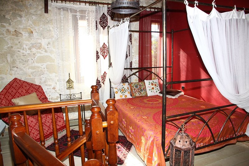 Traditional Cretan House Agapi, vacation rental in Sarkhos