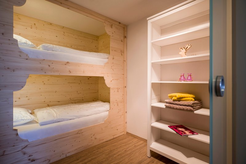 Apartment Family de Luxe Small bedroom with bunk bed