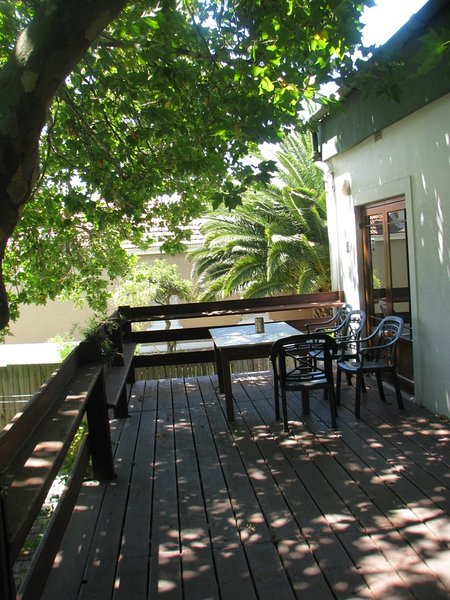 THE TREE HOUSE,,  SPACIOUS , RUSTIC BUT SPOTLESS, location de vacances à Pinelands
