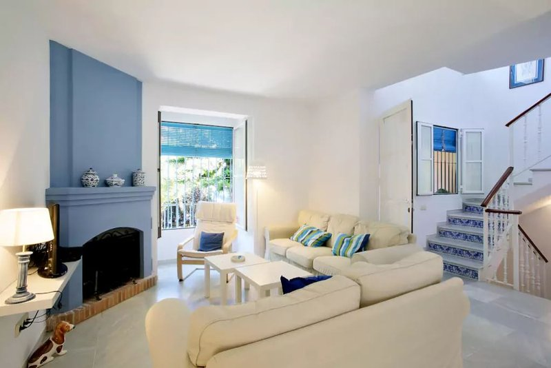 Wonderful house is a 10-minute walk to the beach Marbella, vacation rental in Marbella