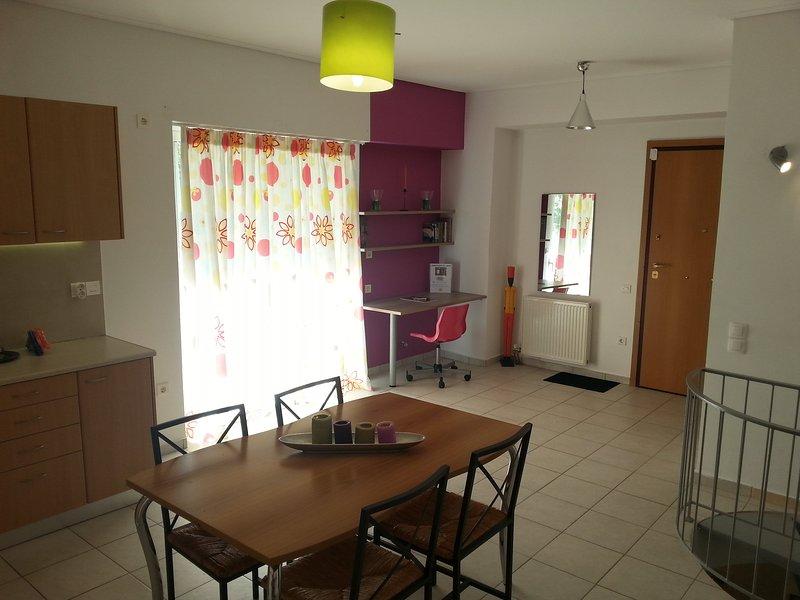Apartment close to metro station 'Nomismatokopio', holiday rental in Vrilissia